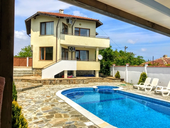 "Villa ""Topola Bay View"", with private pool, only 2 km from Sandy Beach."
